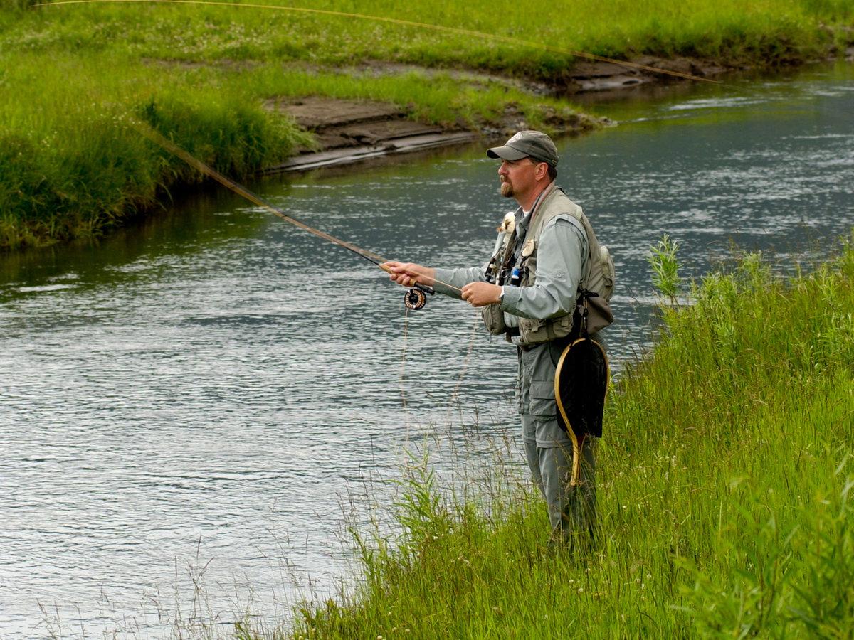 Yellowstone national park guide sunset sunset magazine for Fly fishing yellowstone
