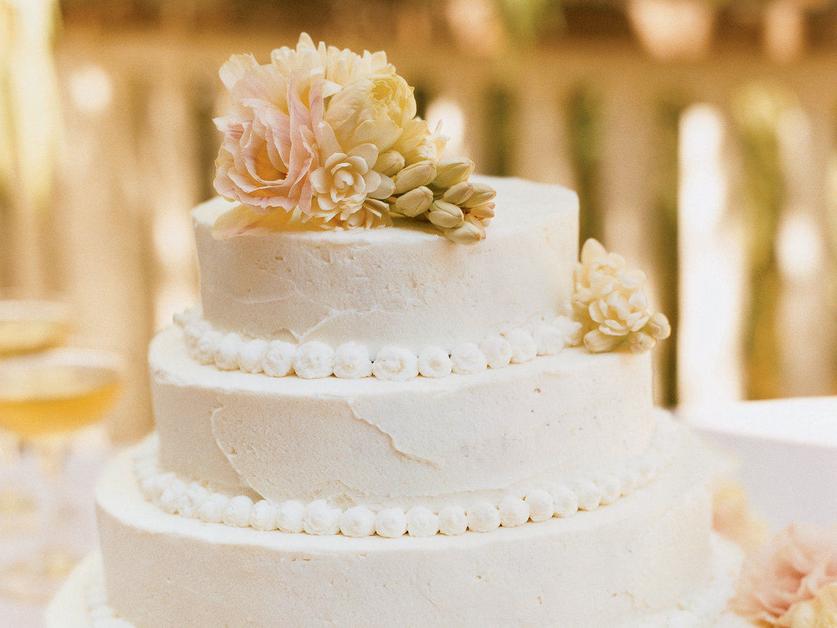 how to make a simple wedding cake how to make a beautiful wedding cake sunset magazine 15844