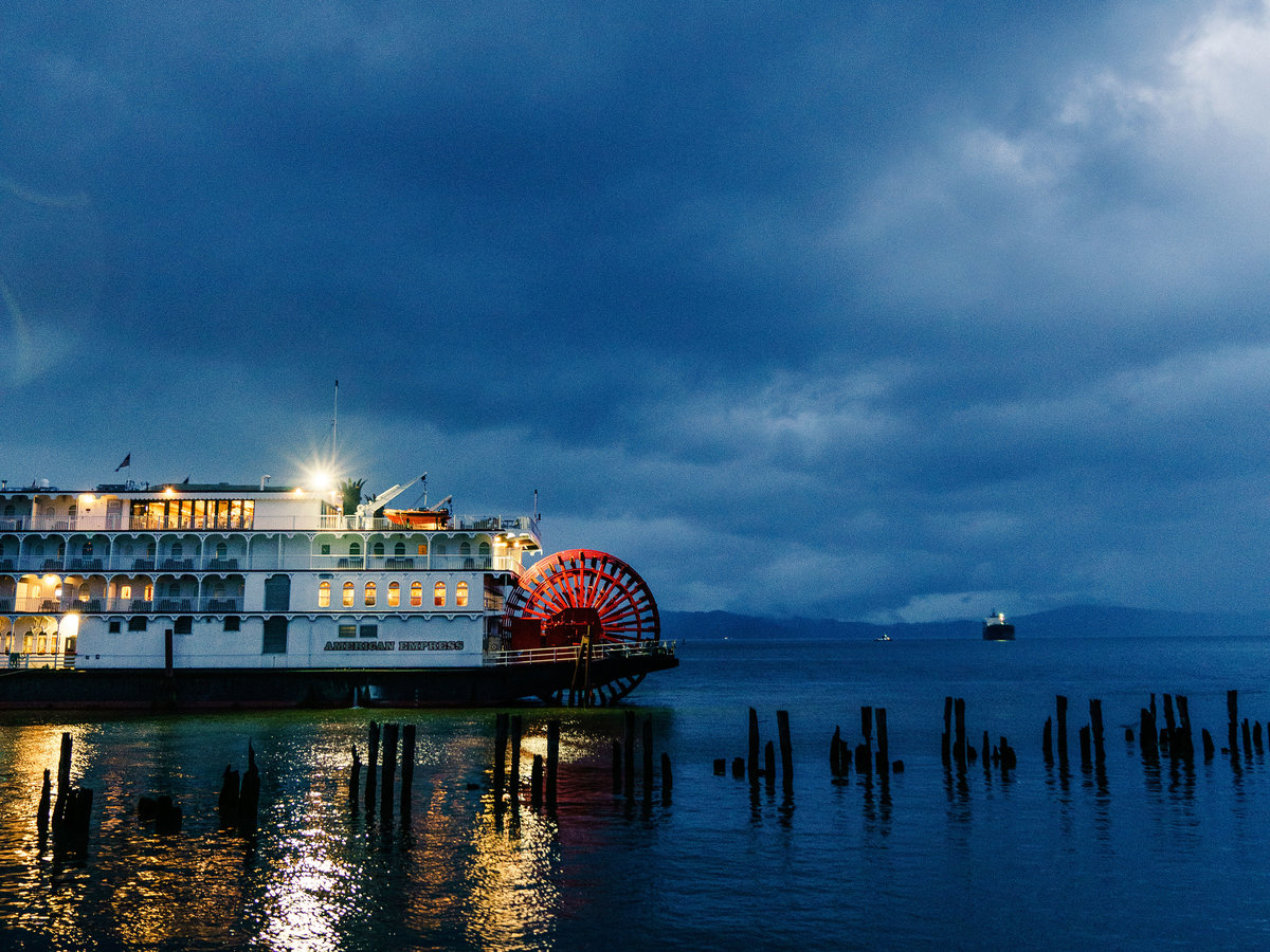 A Super-Romantic Cruise on the Columbia River