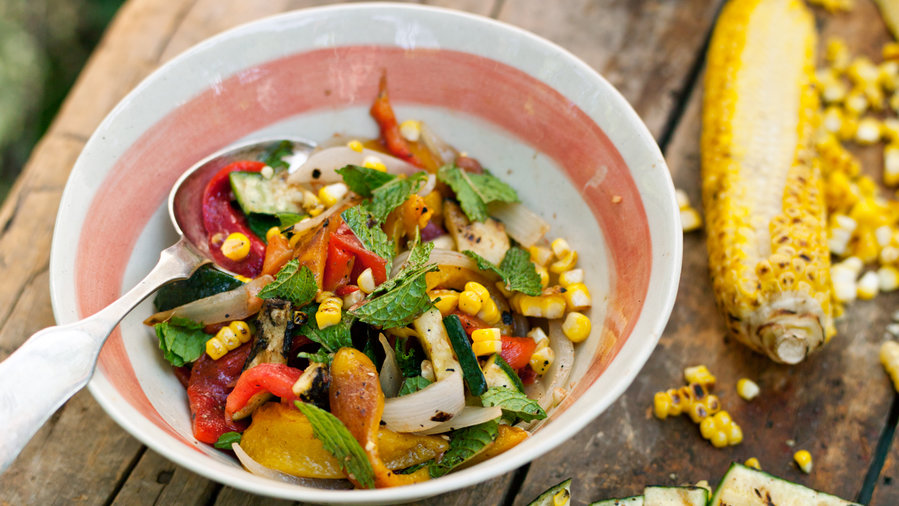 Gourmet camping: Fire-Roasted Vegetable Salad (0513)