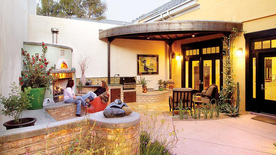 Cozy, curvy patio