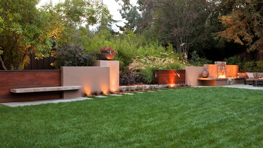 Gather around a firepit wall - Ideas For Fire Pits - Sunset Magazine