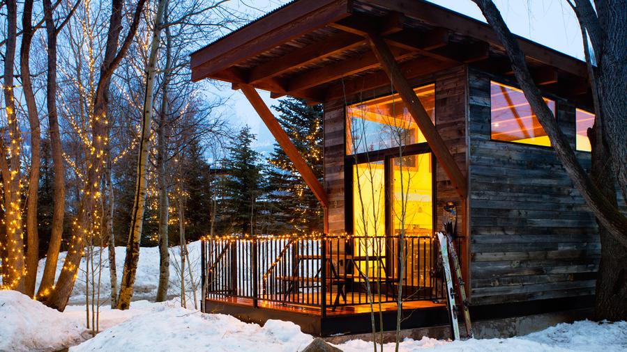 23 cozy winter lodges sunset magazine sunset magazine for Jackson hole cabin resort