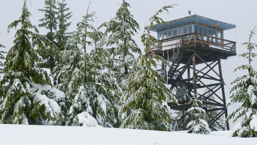 Unusual hotel stays at fire lookout towers in Oregon