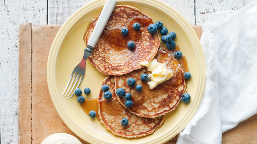 Camping breakfast: Hearty Whole-Grain Pancakes (0513)