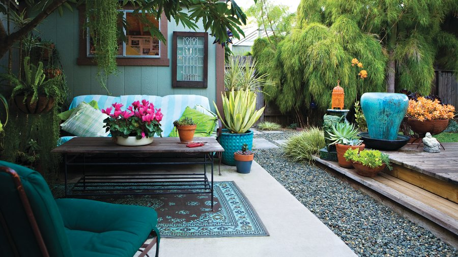 Chic backyard on a shoestring sunset magazine sunset for Outdoor living magazine