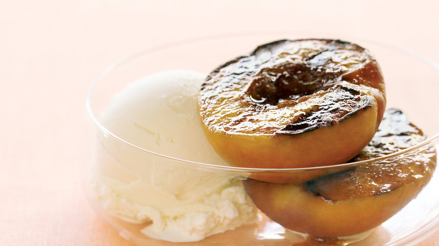 Grilled Peaches with Vanilla Ice Cream<br />