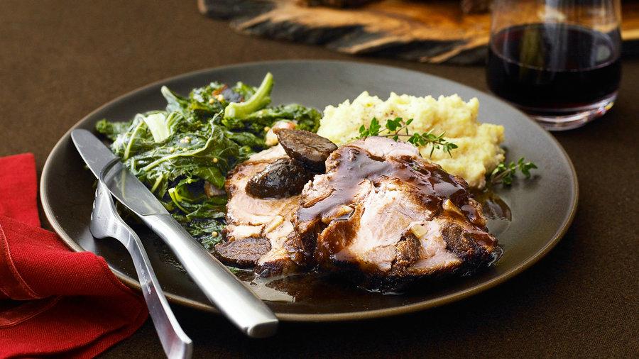 Wine/pork: Pork Shoulder Roast with Figs, Garlic, and Wine (1013)