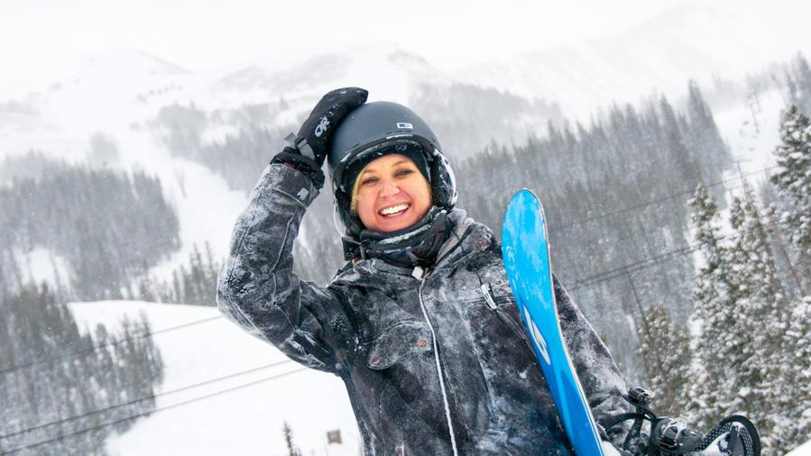 Snowboarding in Bg Sky