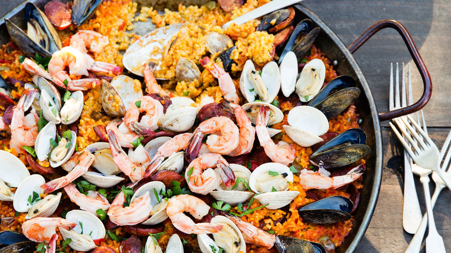 GF grilled: Grilled Seafood and Chorizo Paella (0715)