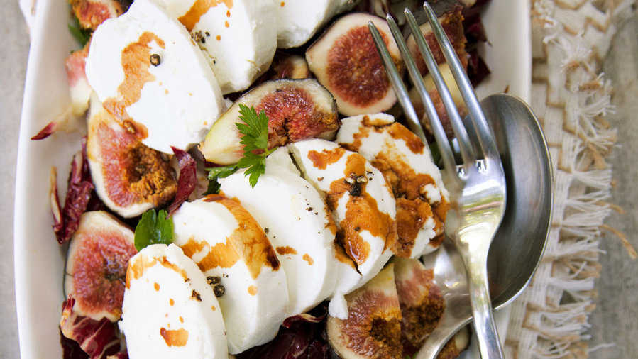 how to cut figs for salad
