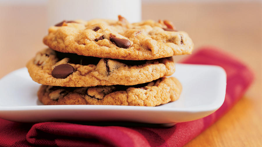 Slightly adjusting your recipe, baking time, and temperature will give you the cookie you're looking for.