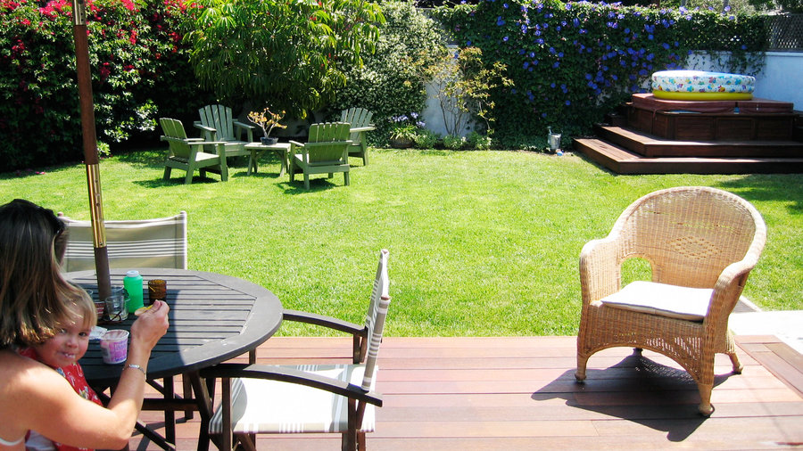 How to Create an All-Family Outdoor Lounge