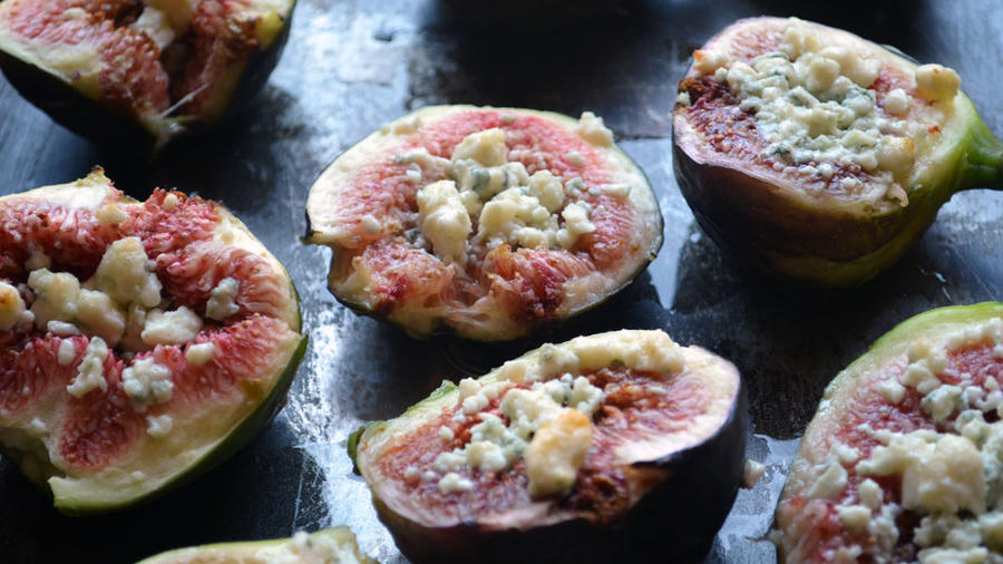 YUM: Fresh-from-our-tree figs, roasted with gorgonzola and drizzled with honey. (Photos by Carol Shih.)