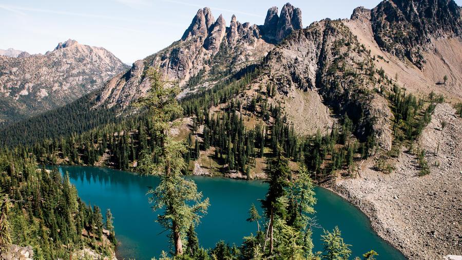 Blue Lake, in Washington's Cascades. (Photo by José Mandojana.)
