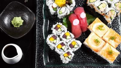 Mari Takahashi from Nombe making sushi. D:SCCInputINSERTERSFreelance_Photographers_LO_inserttal0713a-54952NOMBE_SUSHI_0066_LR.JPG