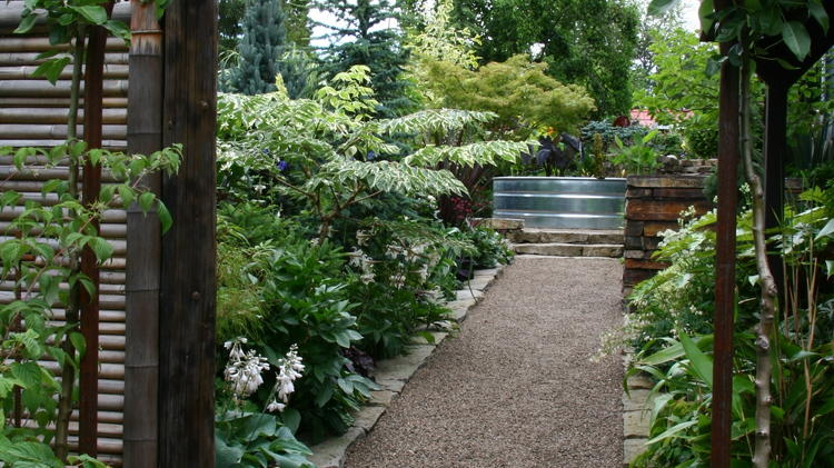 pea+gravel+pathway+with+stone+border