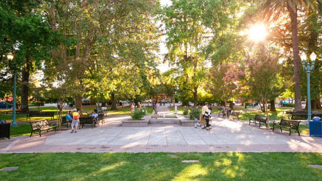 Healdsburg's plaza is within walking distance of more than 20 tasting rooms.(Aaron Wojack / Sunset Publishing)
