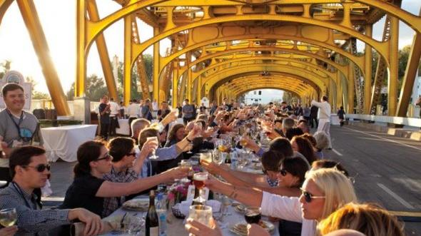 The Farm-to-Fork dinner on Sacramento's Tower Bridge, 2013. (Photo credit: Jeremy Sykes for SacTown Magazine)