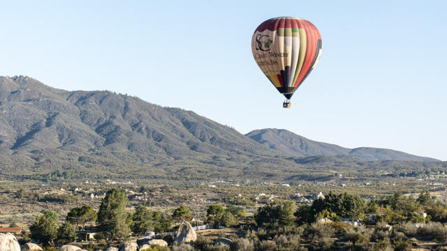 A California Dreamin' balloon in flight above Temecula's vineyards. (Dave Lauridsen / Sunset Publishing)