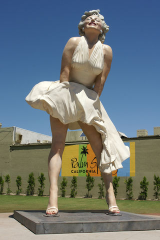 The 26 Foot Marilyn Monroe Statue In Palm Springs Sunset