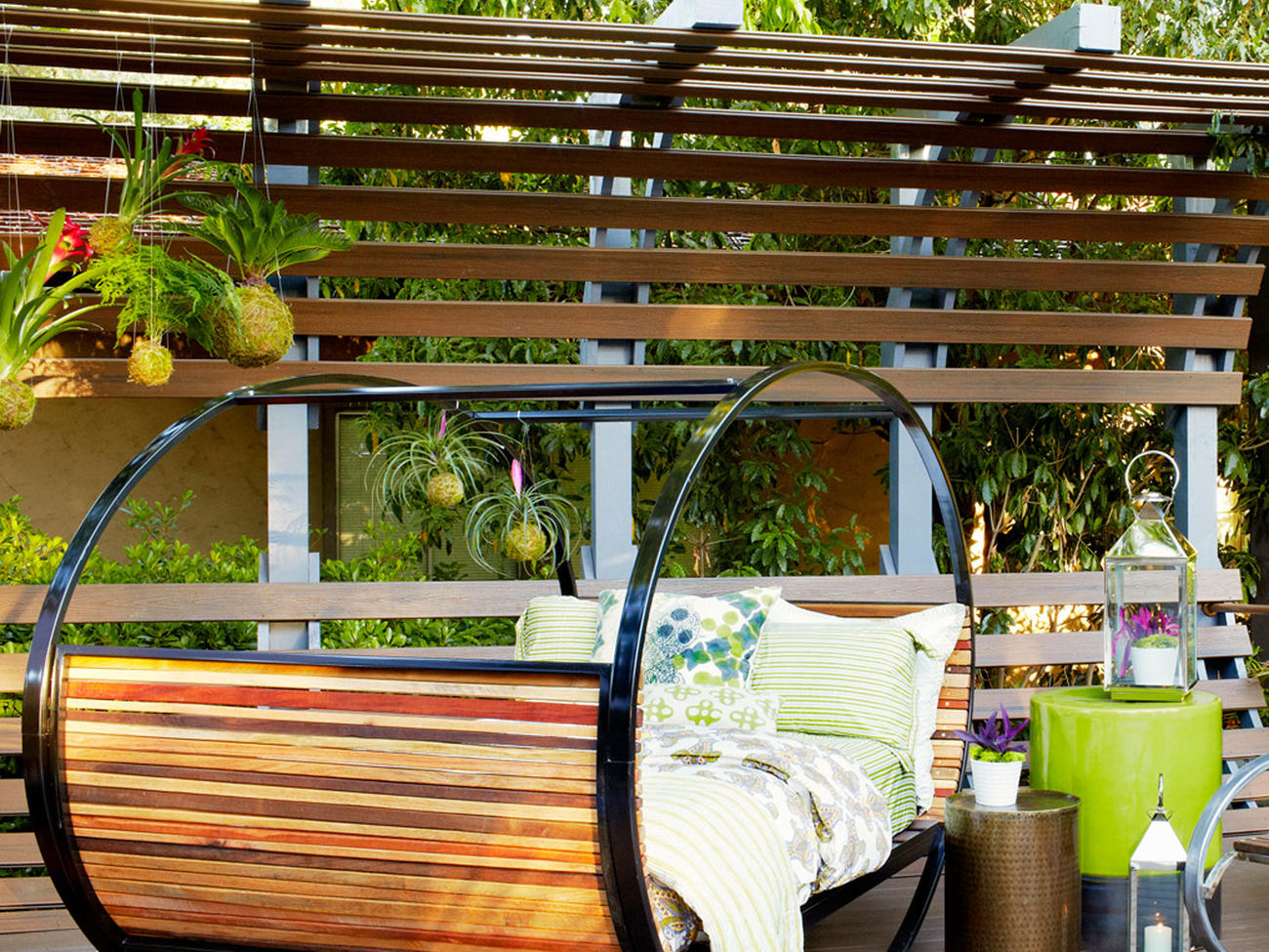 10 Inviting Outdoor Nap Spots