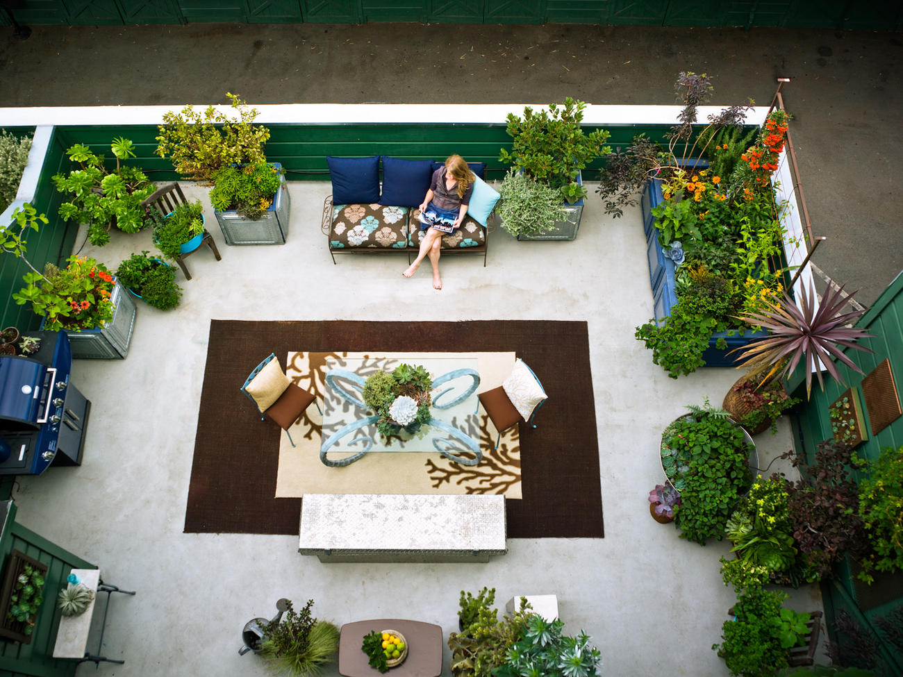 Small Space Gardening. 23 Small Yard Design Solutions