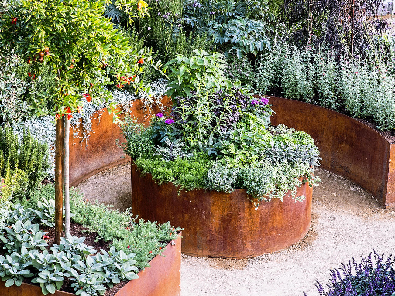 16 Favorite Raised Bed Designs